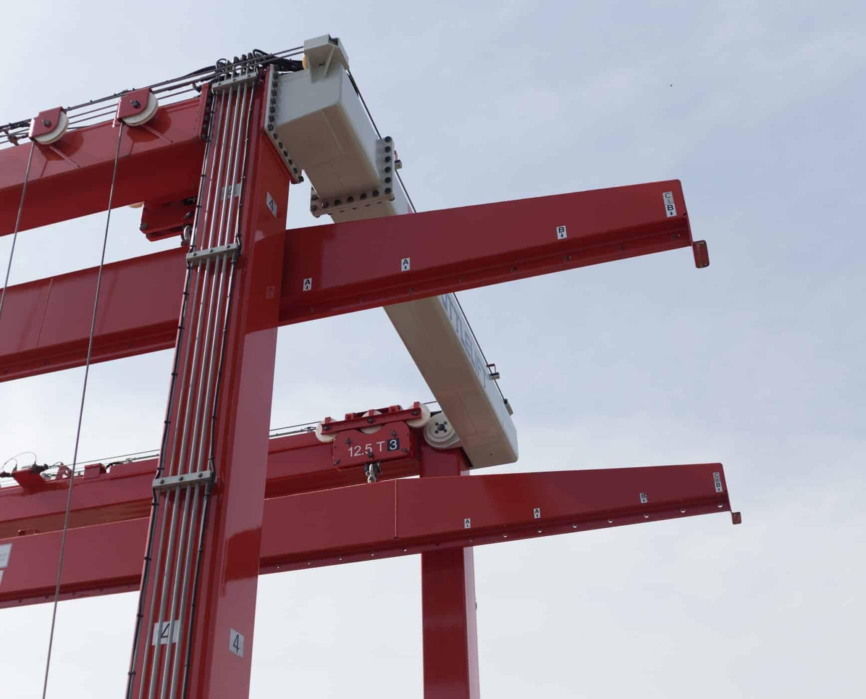 SL gantry crane with spreaders