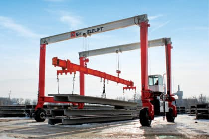 Shuttlelift double beam mobile gantry crane picking double tee