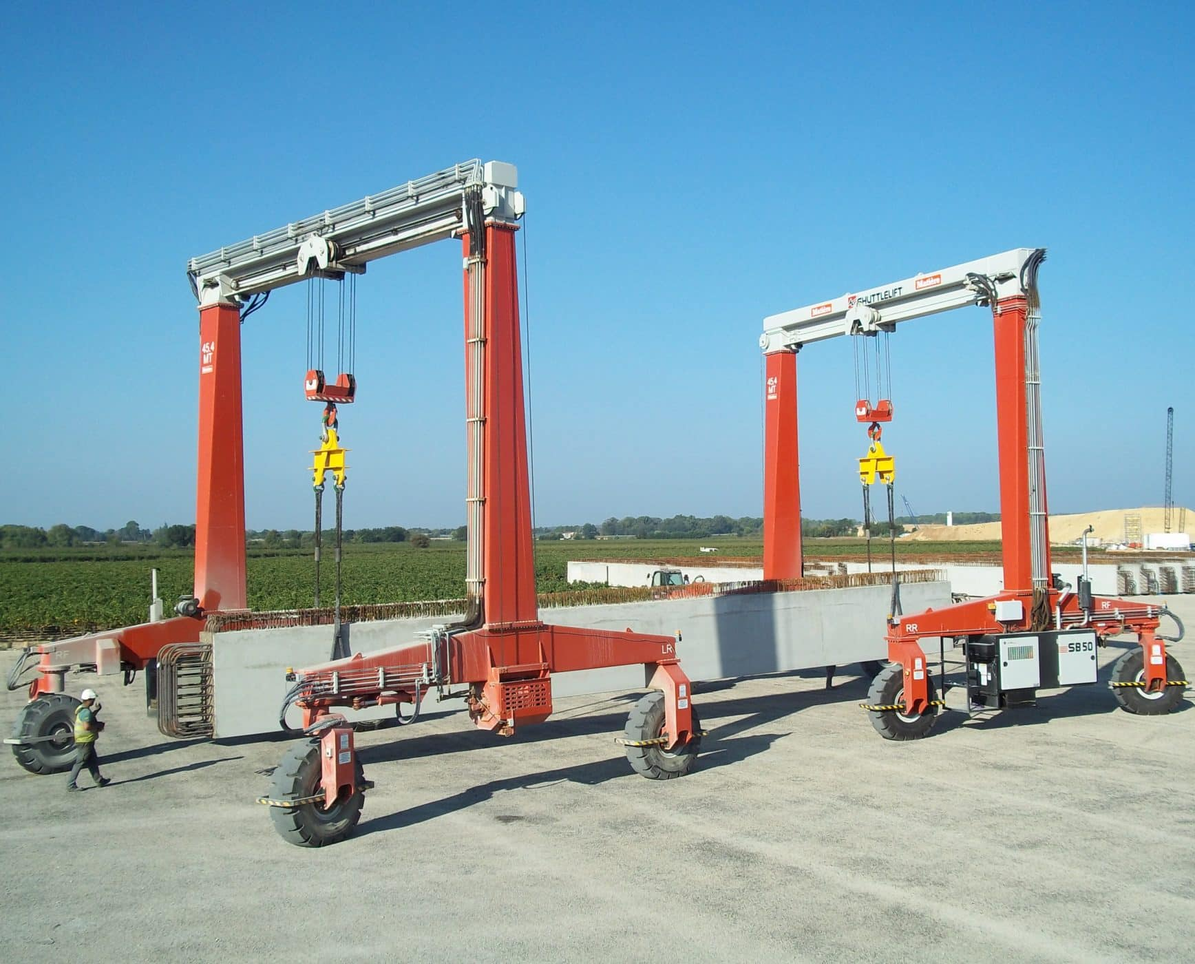 Dual Shuttlelift single beam cranes tandem pick concrete
